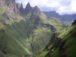 Drakensberg trail running at the Mnweni Marathon